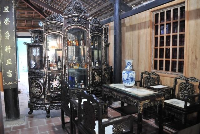 Chiêm ngưỡng căn nhà cổ có cả 100 món đồ gỗ cực quý hiếm - 5