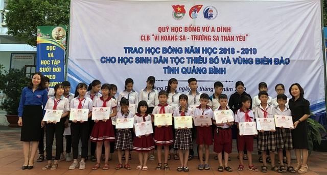 Tiếp tục trao 115 suất học bổng cho học sinh nghèo Quảng Bình - 1