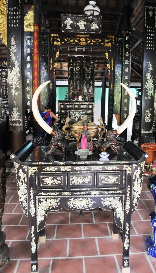 Chiêm ngưỡng căn nhà cổ có cả 100 món đồ gỗ cực quý hiếm - 8