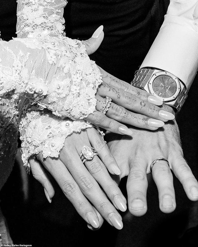 Vợ Justin Bieber hé lộ thêm ảnh cưới - 5