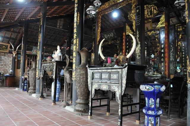 Chiêm ngưỡng căn nhà cổ có cả 100 món đồ gỗ cực quý hiếm - 2