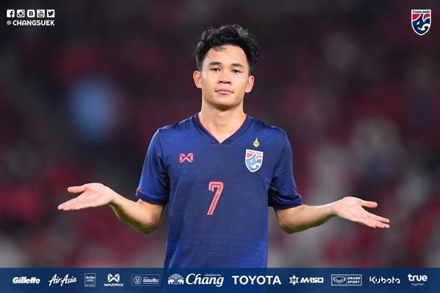 Dangda nhận lại chiếc áo số 10 tuyển Thái Lan từ Chanathip - 3