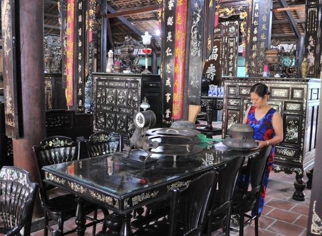 Chiêm ngưỡng căn nhà cổ có cả 100 món đồ gỗ cực quý hiếm - 6