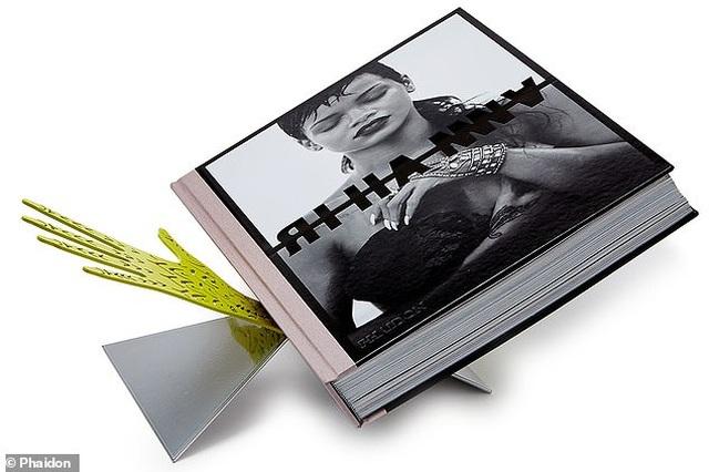 """Sách ảnh 2,5 tỷ đồng của Rihanna bán hết trong """"một nốt nhạc"""" - 7"""