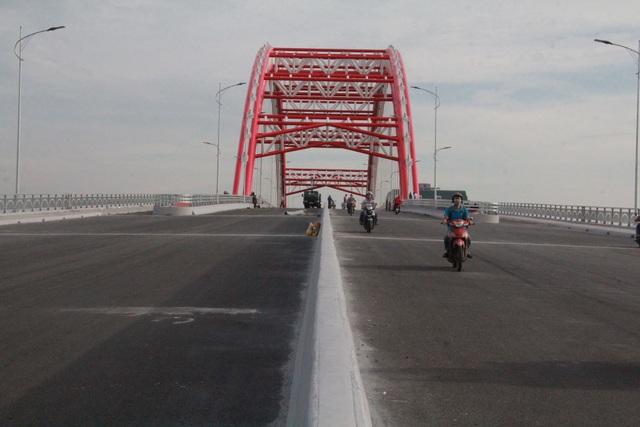 Chuẩn bị thông xe cây cầu hơn 2.000 tỷ đồng có kiểu dáng độc và lạ - 5