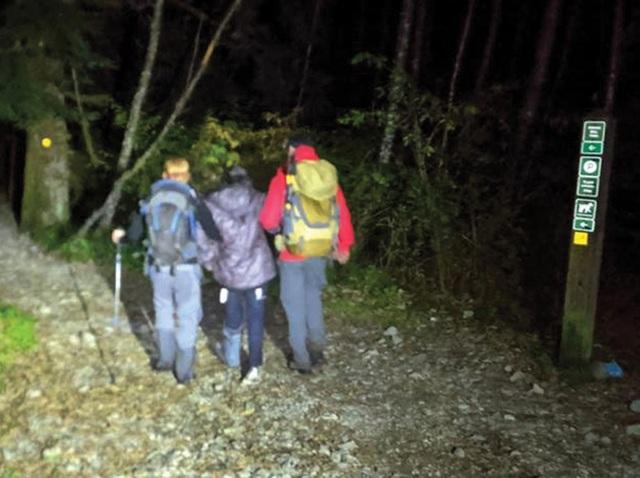 Gặp chấn thương nhưng cô gái vẫn bị bạn bè bỏ rơi một mình trên núi - 1