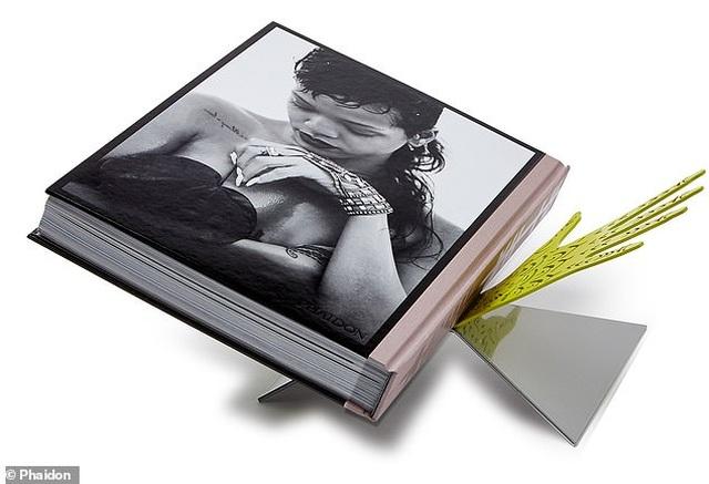 """Sách ảnh 2,5 tỷ đồng của Rihanna bán hết trong """"một nốt nhạc"""" - 8"""