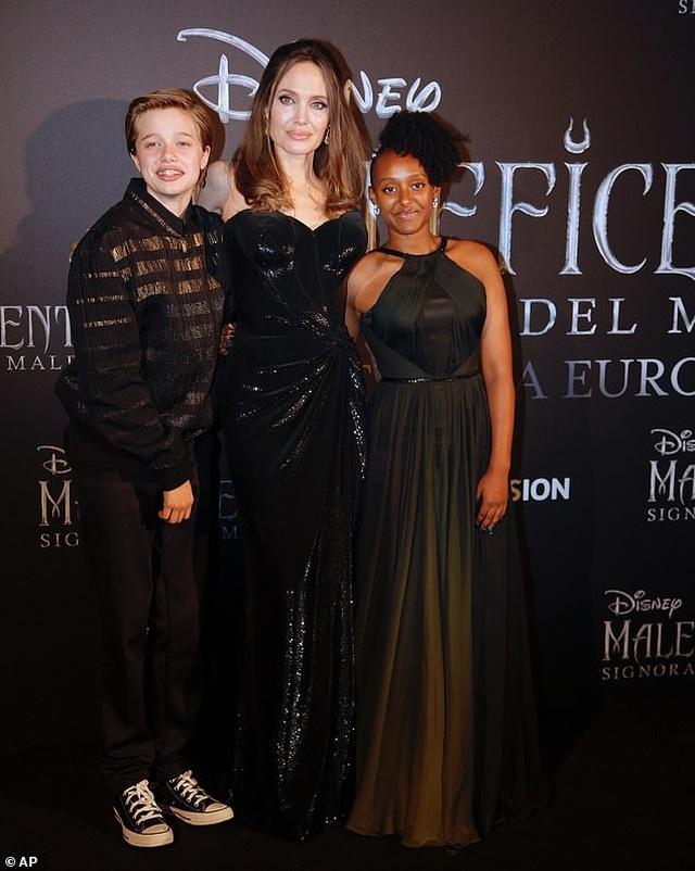 Angelina Jolie đưa hai con đi Ý quảng bá phim mới - 1