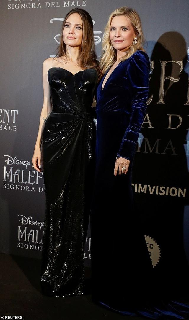 Angelina Jolie đưa hai con đi Ý quảng bá phim mới - 2