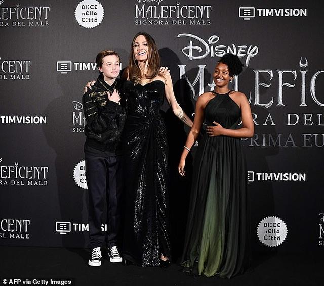 Angelina Jolie đưa hai con đi Ý quảng bá phim mới - 4