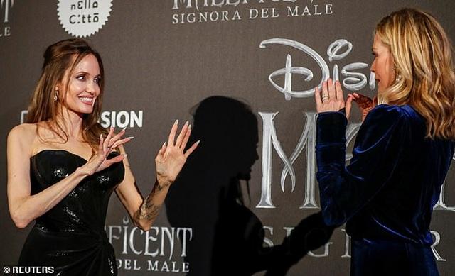 Angelina Jolie đưa hai con đi Ý quảng bá phim mới - 6