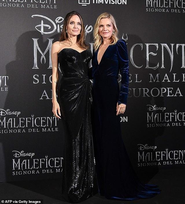 Angelina Jolie đưa hai con đi Ý quảng bá phim mới - 7