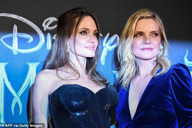 Angelina Jolie đưa hai con đi Ý quảng bá phim mới - 9