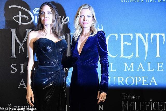 Angelina Jolie đưa hai con đi Ý quảng bá phim mới - 10