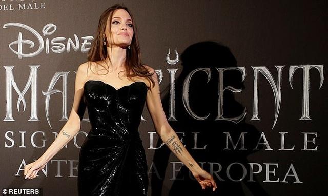 Angelina Jolie đưa hai con đi Ý quảng bá phim mới - 11