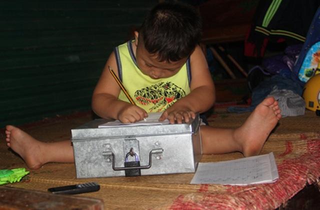 Cậu bé tật nguyền ước mơ trở thành lính cứu hoả được tặng 3 chiếc xe lăn - 4
