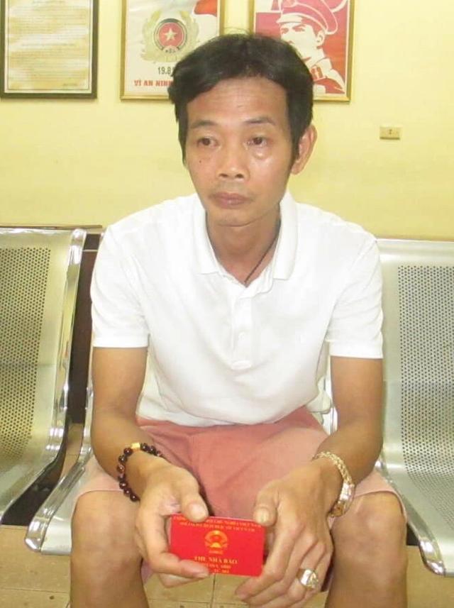 Hà Nội: Người đàn ông giả danh phóng viên thời sự VTV1 để xin lỗi vi phạm giao thông - 2