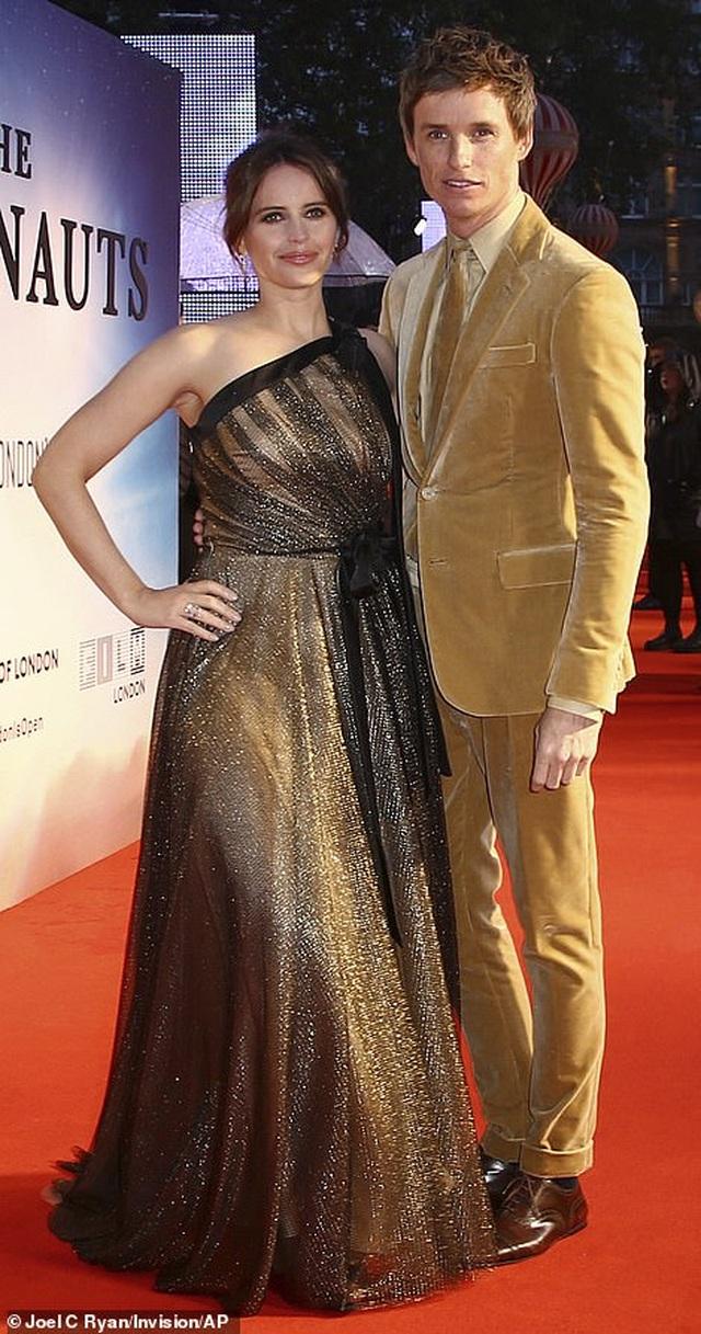 Cô gái Đan Mạch Eddie Redmayne thân thiết bên đồng nghiệp xinh đẹp - 1