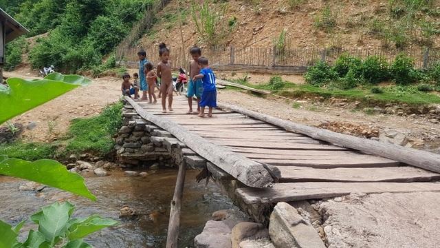 Có Cầu Dân trí, dân bản Na Kho không còn run sợ khi vượt suối - 3