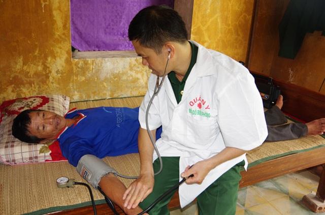 Quảng Bình: Ứng cứu 6 ngư dân bị chìm tàu trên biển - 2