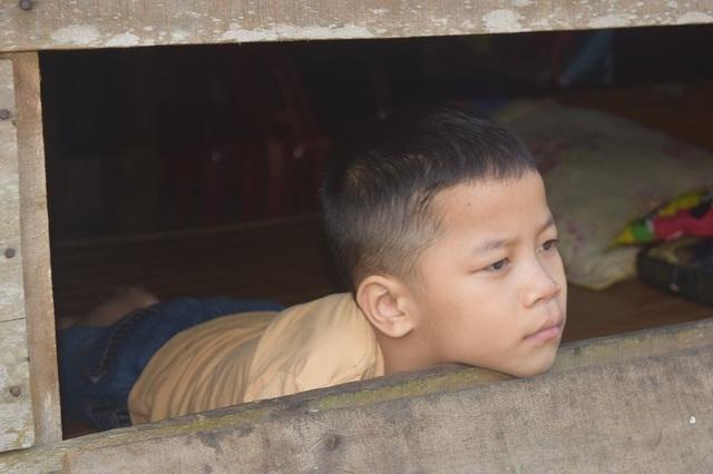 Giấc mơ được đến trường của cậu bé 7 tuổi liệt tứ chi, tập viết bằng miệng - 4