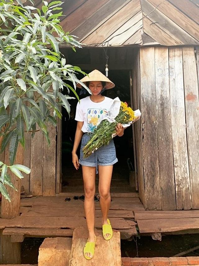 Xúc động với cuộc sống giản dị của Hoa hậu HHen Niê ở quê nhà - 4