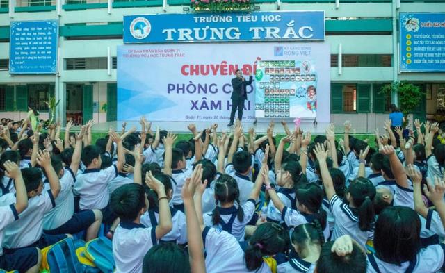 TPHCM:Nhiều học sinh tiểu học nôn ói phải nhập viện sau giờ học - 1