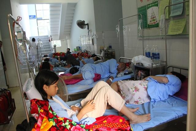 Quảng Bình: Sốt xuất huyết bùng phát, nhiều bệnh viện quá tải gấp 5 lần - 1