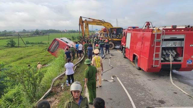 Xe khách lao xuống ruộng, 1 người tử vong, hàng chục người bị thương - 1