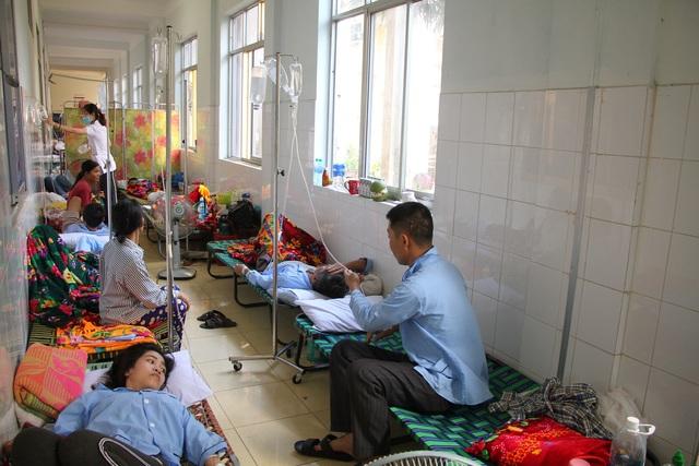 Quảng Bình: Sốt xuất huyết bùng phát, nhiều bệnh viện quá tải gấp 5 lần - 2