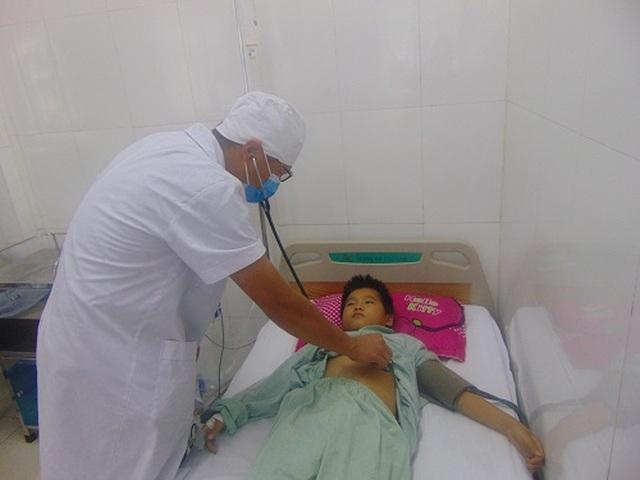 Cả nhà nhập viện cấp cứu vì dùng sâu ban miêu chữa dị ứng - 1