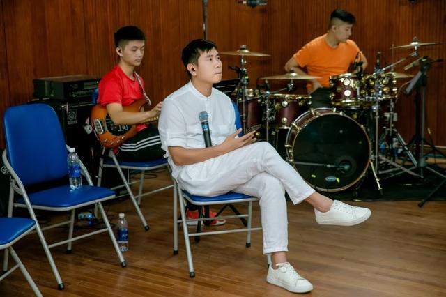 Hồ Hoài Anh xuất hiện mệt mỏi sau ồn ào ly hôn Lưu Hương Giang - 3