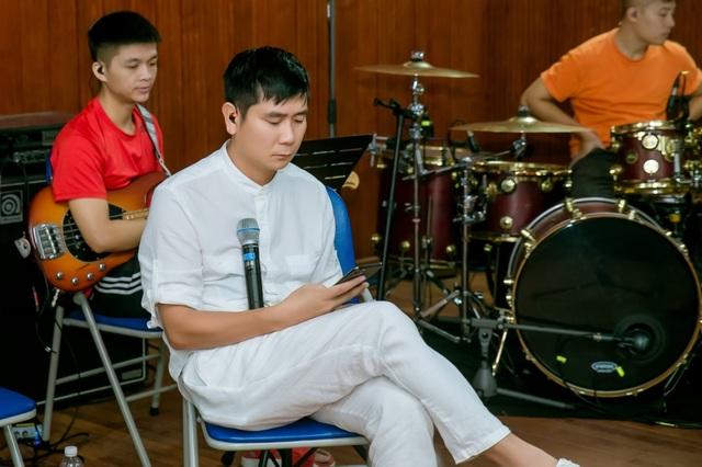 Hồ Hoài Anh xuất hiện mệt mỏi sau ồn ào ly hôn Lưu Hương Giang - 4
