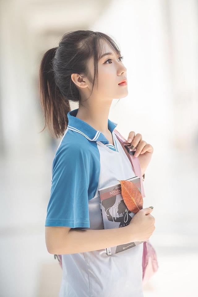 """Cô gái bỗng """"nổi như cồn"""" với bức ảnh mặc đồng phục ĐH Bách khoa - 1"""