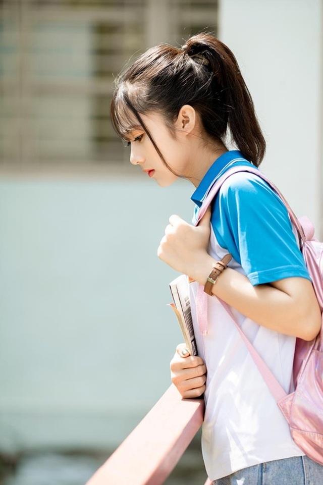"""Cô gái bỗng """"nổi như cồn"""" với bức ảnh mặc đồng phục ĐH Bách khoa - 2"""