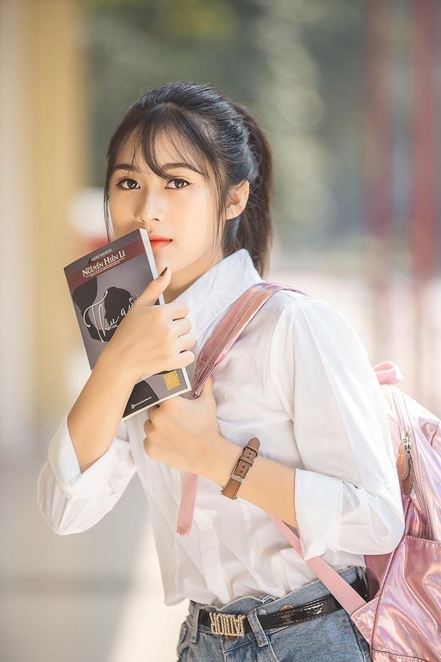 """Cô gái bỗng """"nổi như cồn"""" với bức ảnh mặc đồng phục ĐH Bách khoa - 3"""