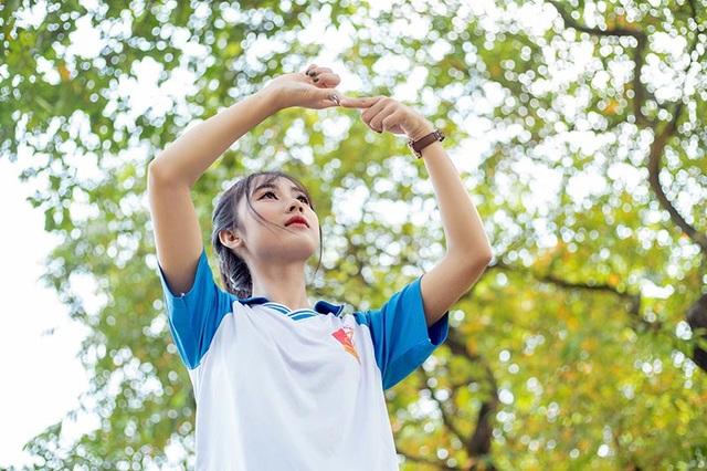 """Cô gái bỗng """"nổi như cồn"""" với bức ảnh mặc đồng phục ĐH Bách khoa - 4"""