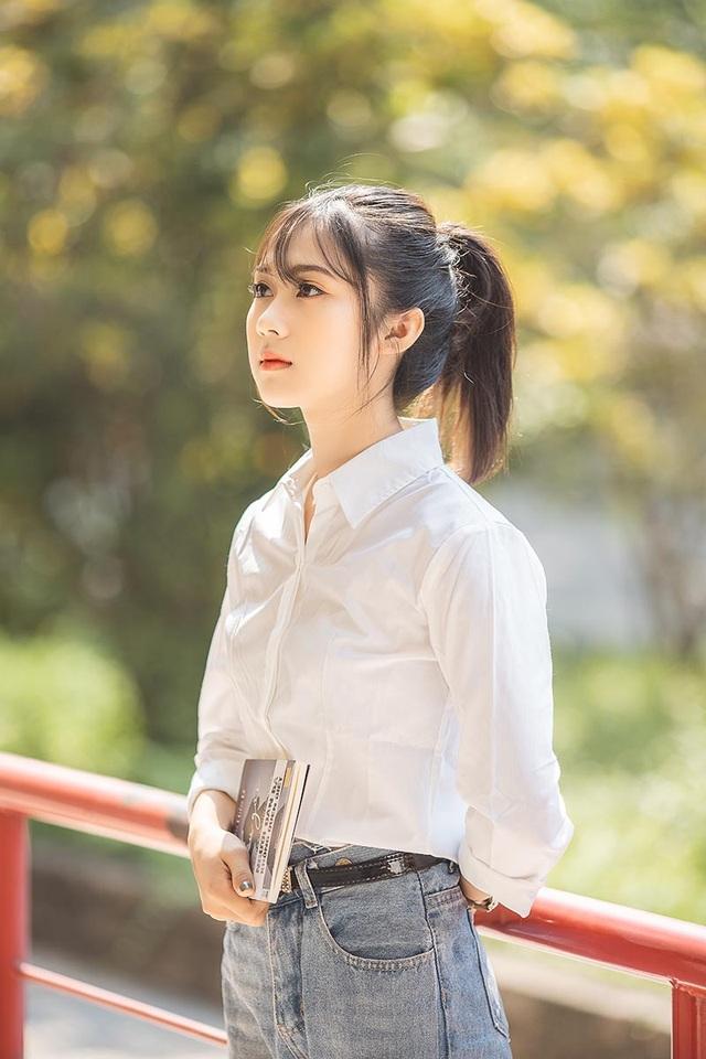 """Cô gái bỗng """"nổi như cồn"""" với bức ảnh mặc đồng phục ĐH Bách khoa - 6"""