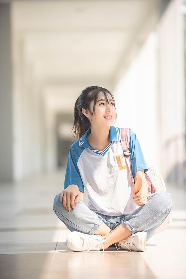 """Cô gái bỗng """"nổi như cồn"""" với bức ảnh mặc đồng phục ĐH Bách khoa - 7"""