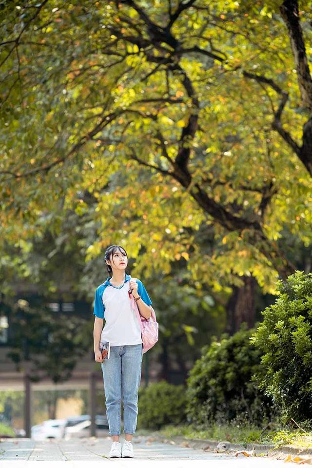 """Cô gái bỗng """"nổi như cồn"""" với bức ảnh mặc đồng phục ĐH Bách khoa - 8"""