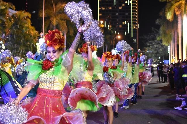 Carnival đường phố, nhạc giao hưởng trên phố đi bộ và sức mạnh xã hội hóa - 3