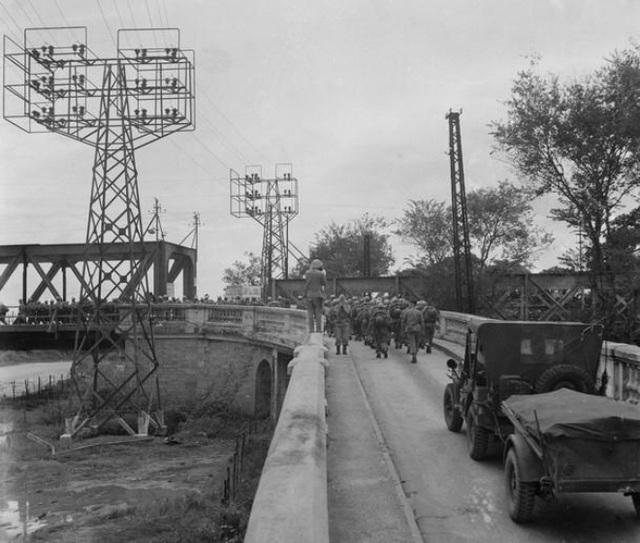 Hình ảnh đoàn quân chiến thắng trở về tiếp quản Thủ đô 65 năm trước - 14