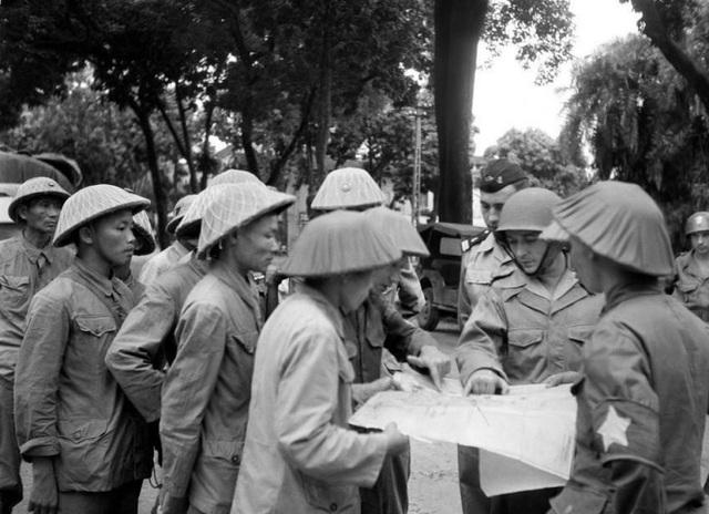 Hình ảnh đoàn quân chiến thắng trở về tiếp quản Thủ đô 65 năm trước - 12