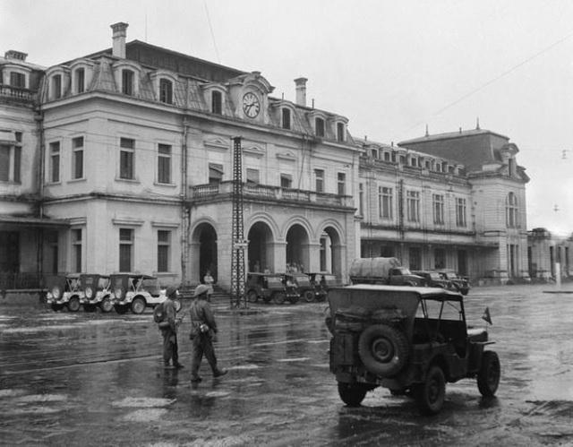 Hình ảnh đoàn quân chiến thắng trở về tiếp quản Thủ đô 65 năm trước - 13