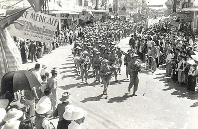 Hình ảnh đoàn quân chiến thắng trở về tiếp quản Thủ đô 65 năm trước - 4