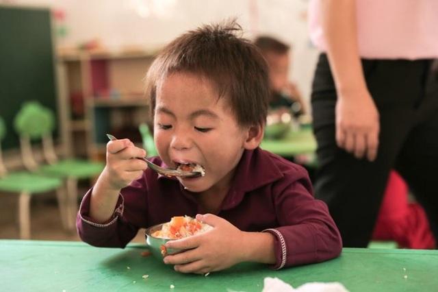 """Lễ khai giảng """"có cơm"""" của trẻ em nơi rẻo cao - 4"""