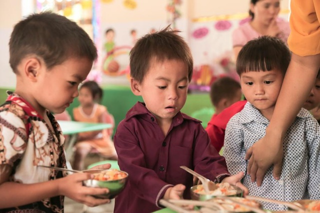 """Lễ khai giảng """"có cơm"""" của trẻ em nơi rẻo cao - 9"""
