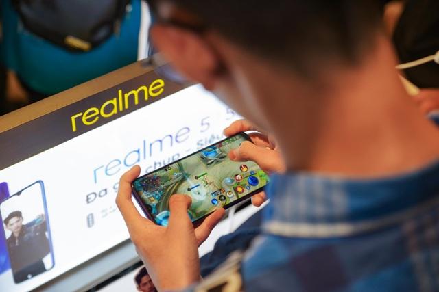 Lý giải tại sao người dùng  fan yêu thích điện thoại Realme - 6