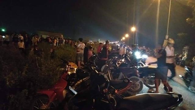 Chạy ngang qua cao tốc, 2 nữ công nhân bị ô tô tông tử vong, 1 người bị thương - 2