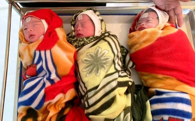 Người mẹ trẻ hạnh phúc đón 3 bé gái xinh xắn chào đời - 1